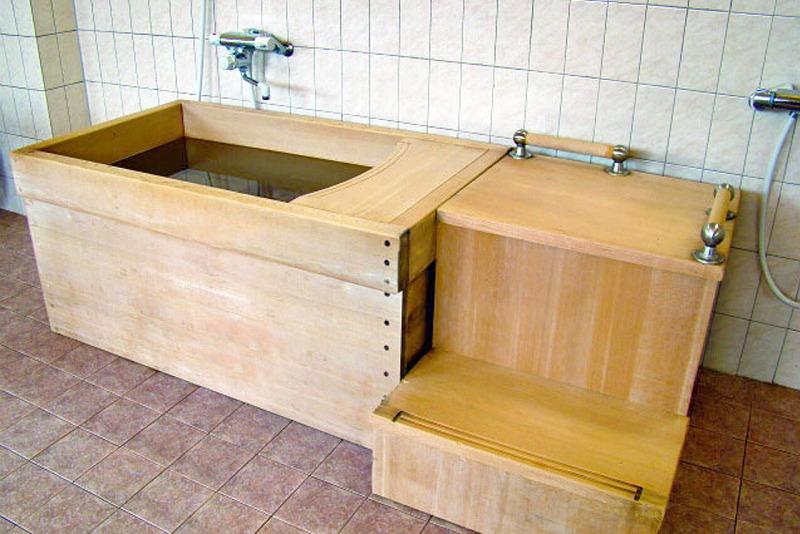 老人ホームひのき浴槽