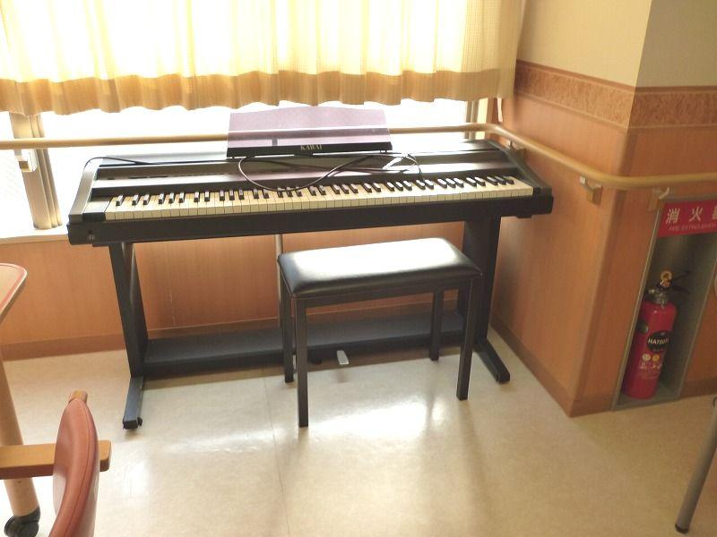 老人ホームピアノ