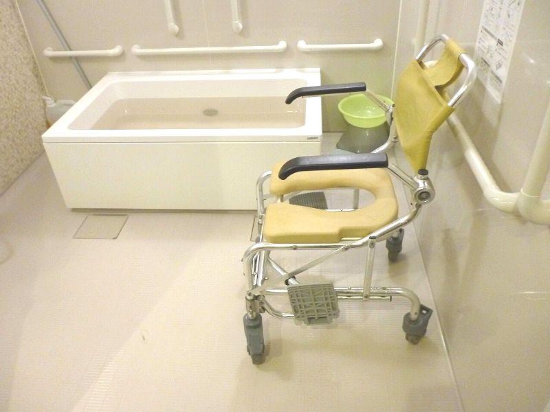 老人ホーム入居者入浴