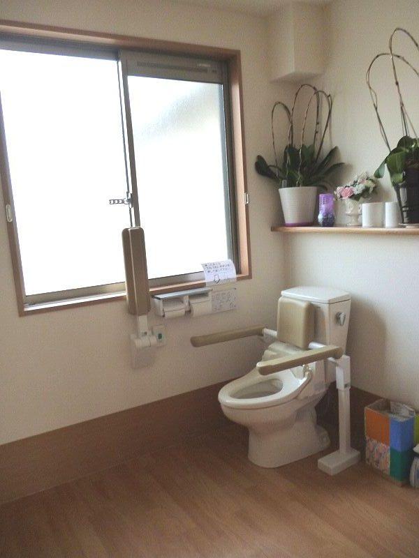 老人ホーム共有トイレ