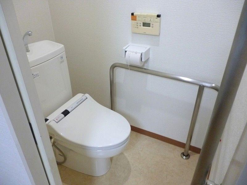 老人ホーム部屋トイレ