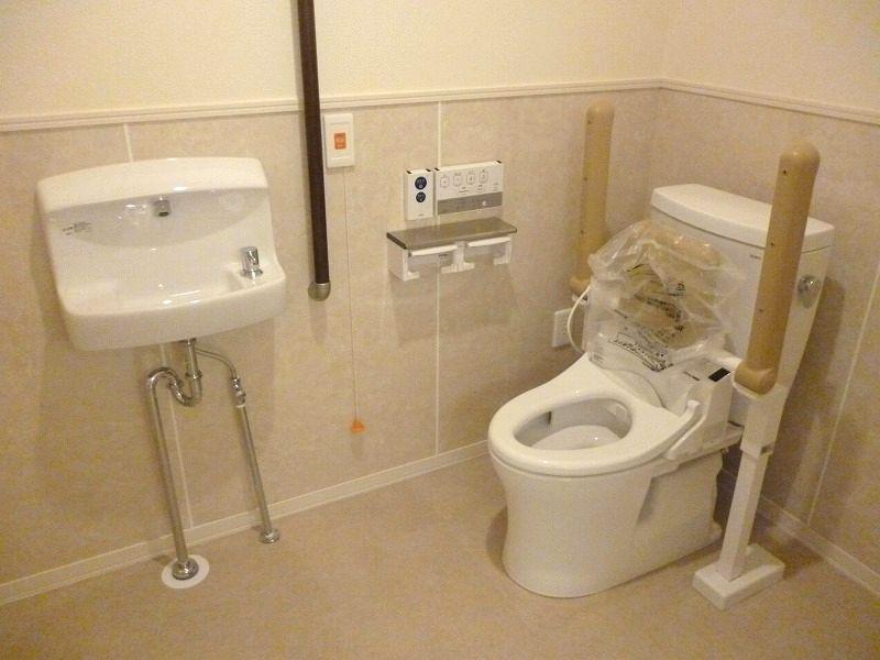 老人ホーム障がい者トイレ
